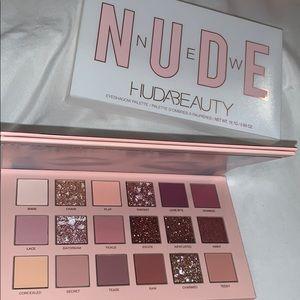 Brand new huda beauty pallet